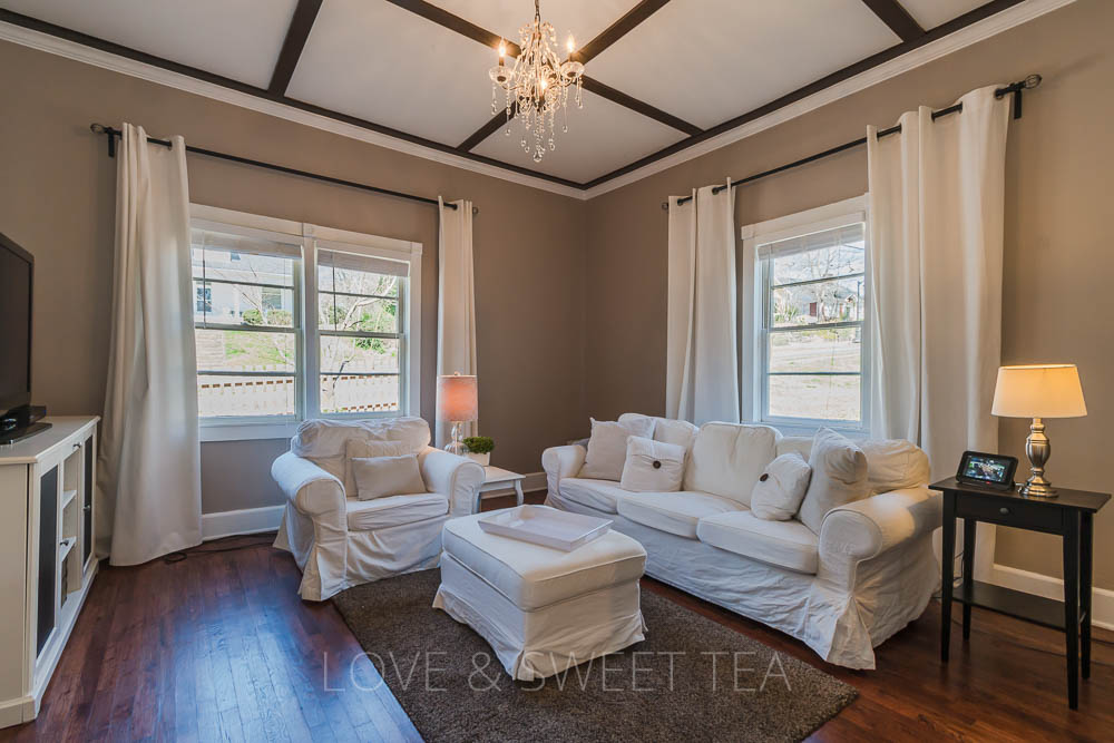 If you want to sell your house fast, you need to do some living room staging. Check out these living room staging before & after photos to get some ideas for staging your living room to sell, even if you have a small space or fireplace.